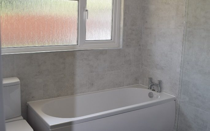 9 CHILTERN CLOSE BATHROOM (2)
