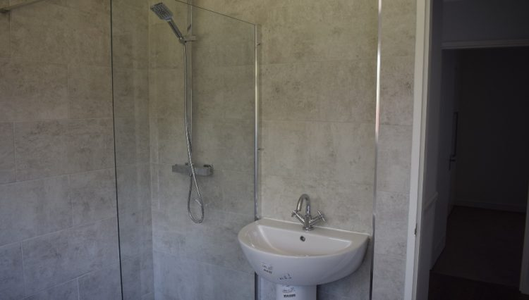 9 CHILTERN CLOSE BATHROOM (3)