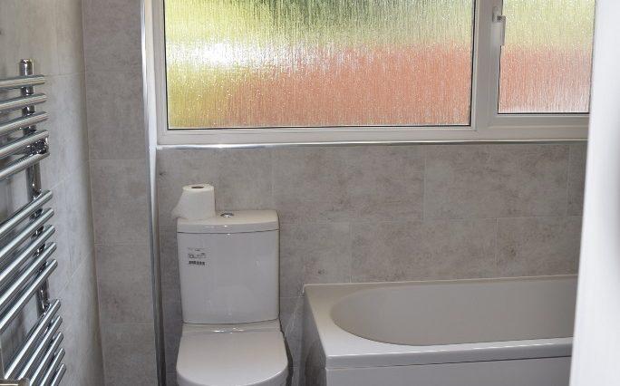 9 CHILTERN CLOSE BATHROOM