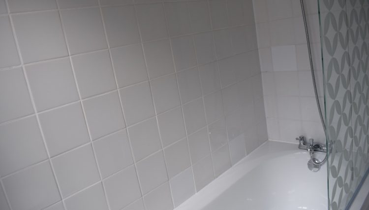 242B HERTFORD ROAD BATHROOM (2)
