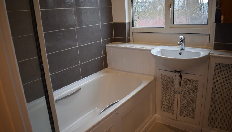 5 LADYSMITH ROAD BATHROOM (3)