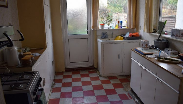 122 BURLEIGH ROAD KITCHEN (2)